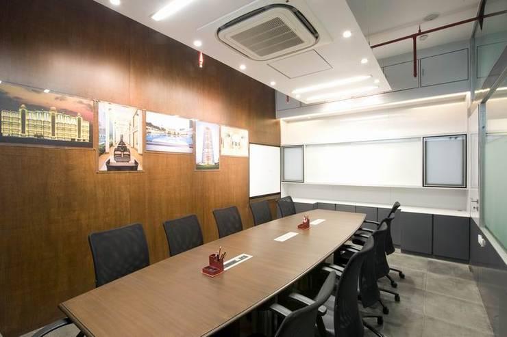 Conference Room:  Commercial Spaces by Studio - Architect Rajesh Patel Consultants P. Ltd