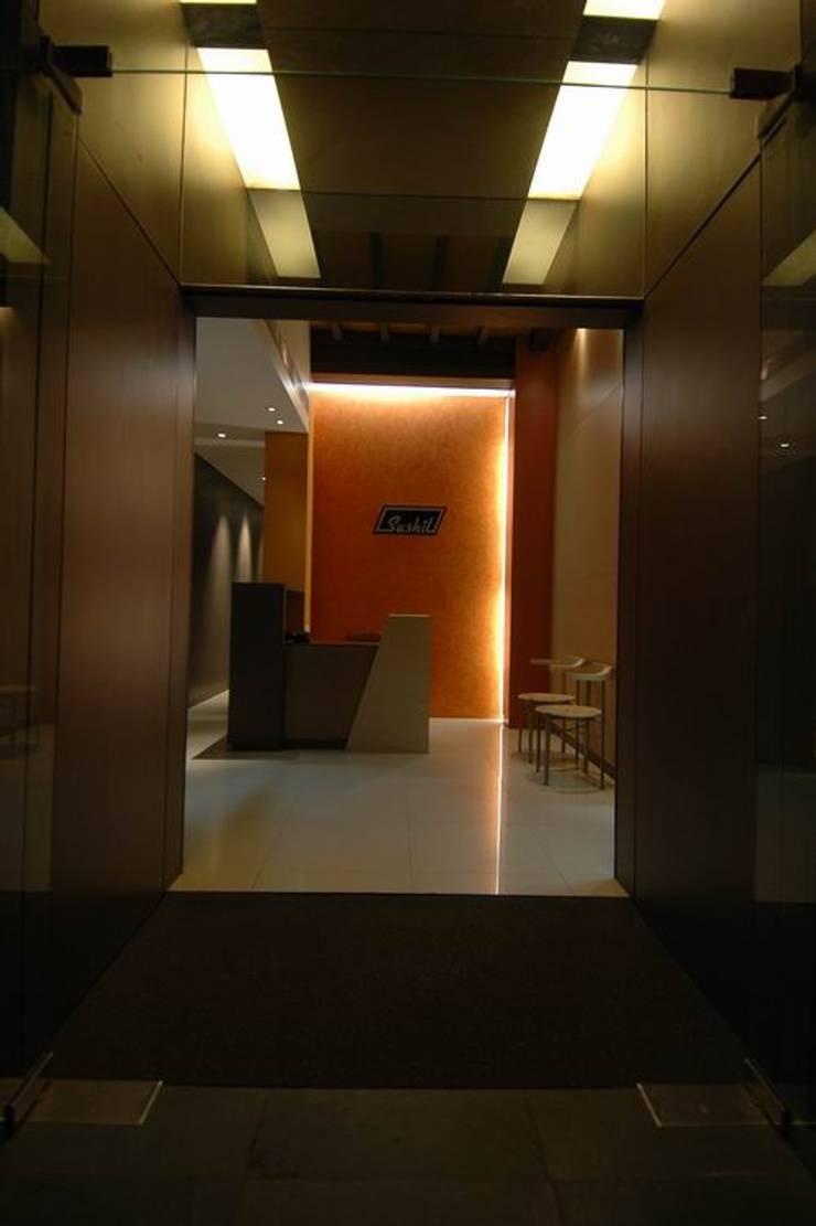 Reception :  Commercial Spaces by Studio - Architect Rajesh Patel Consultants P. Ltd