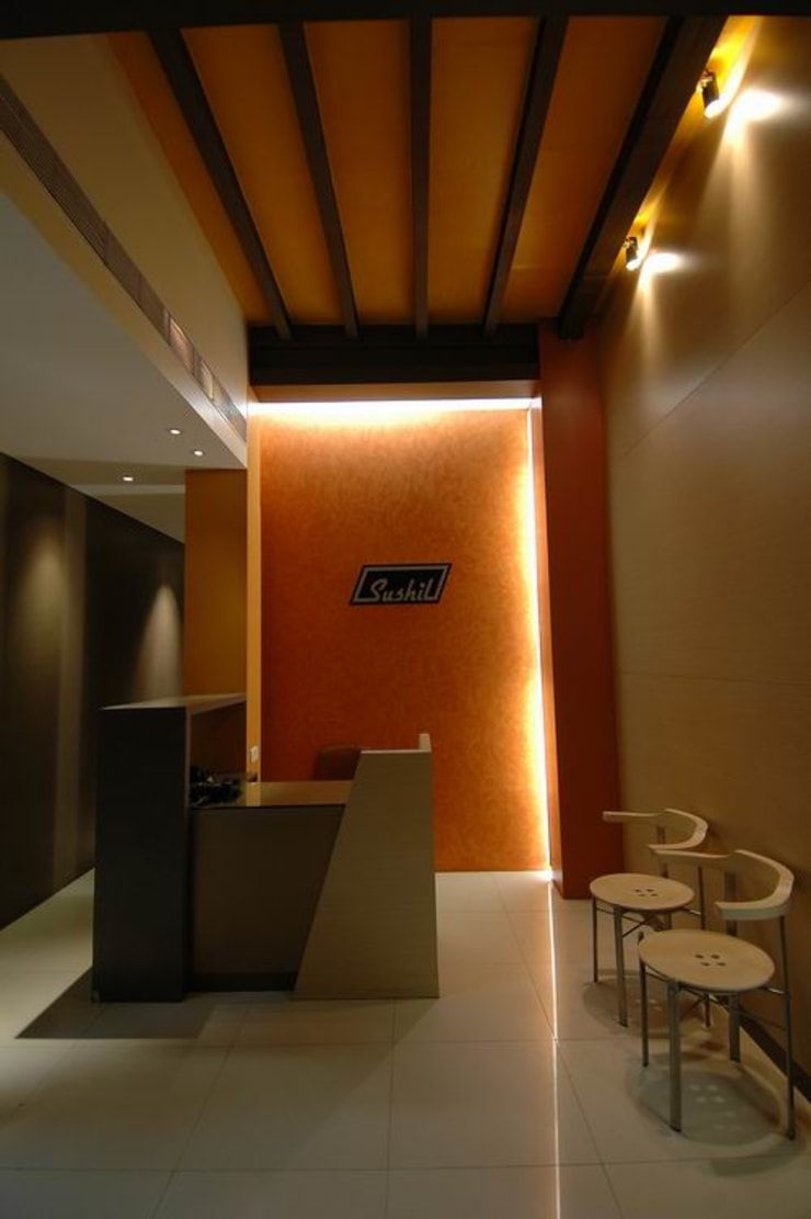 Reception/ Waiting Area:  Commercial Spaces by Studio - Architect Rajesh Patel Consultants P. Ltd