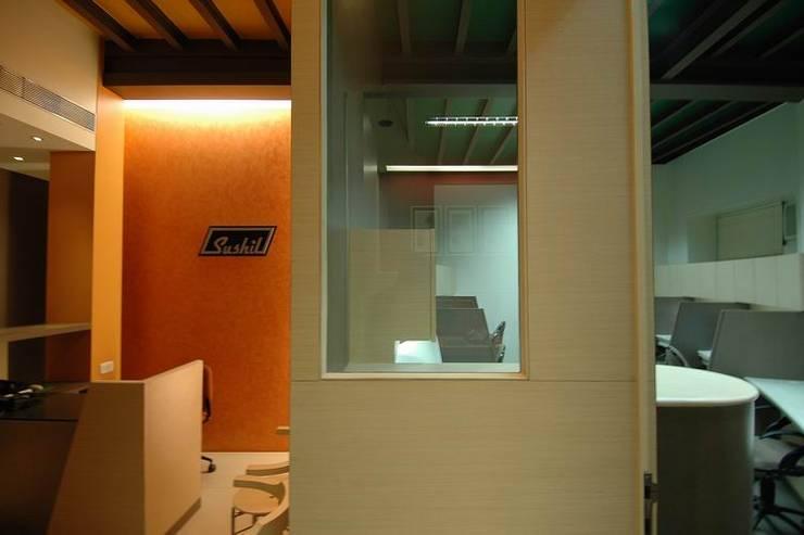 Reception Desk and Office Cubicle:  Commercial Spaces by Studio - Architect Rajesh Patel Consultants P. Ltd