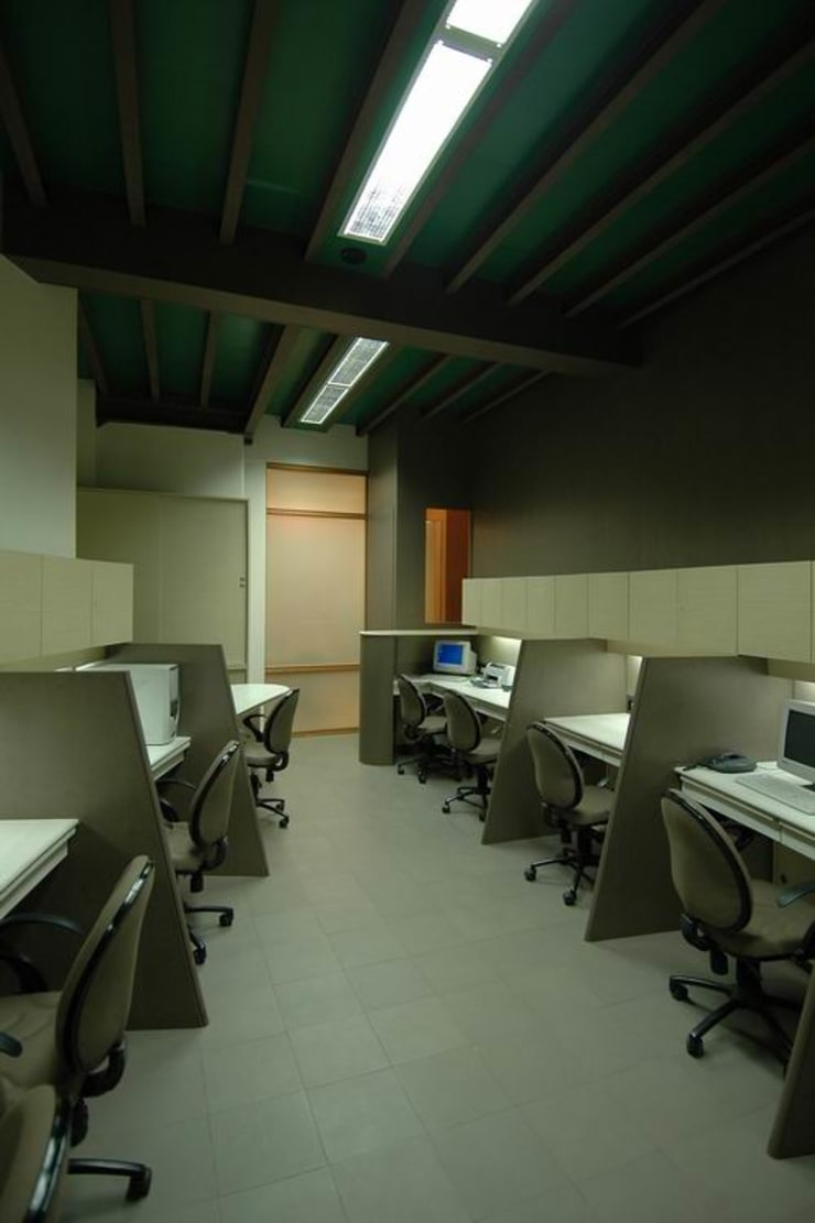 Office Cubicles:  Commercial Spaces by Studio - Architect Rajesh Patel Consultants P. Ltd