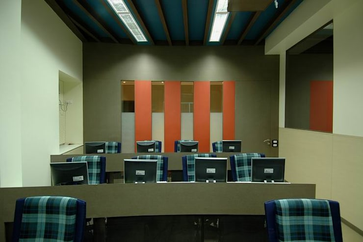 Office Space:  Commercial Spaces by Studio - Architect Rajesh Patel Consultants P. Ltd