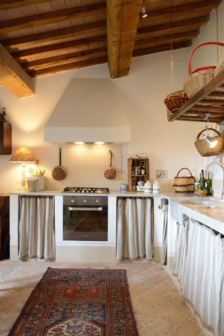 Кухни в . Автор – Caterina Raddi, Кантри