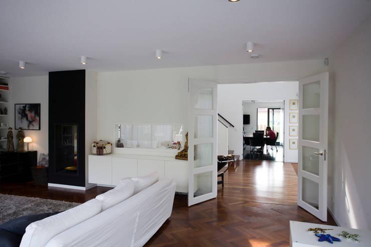 by Studio Leon Thier architectuur / interieur Modern Wood Wood effect