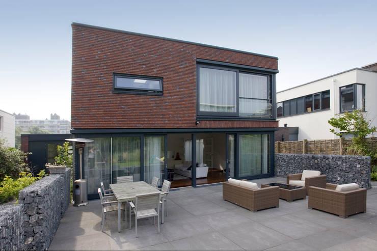 by Studio Leon Thier architectuur / interieur Modern Stone