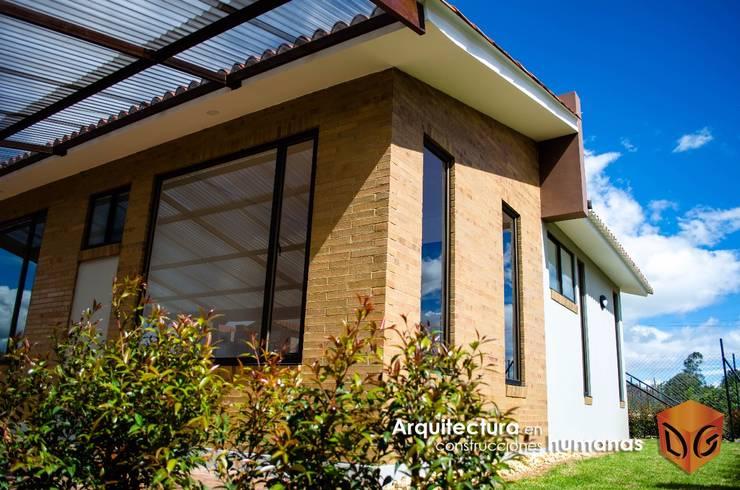 Casas modernas de DG ARQUITECTURA COLOMBIA Moderno Ladrillos