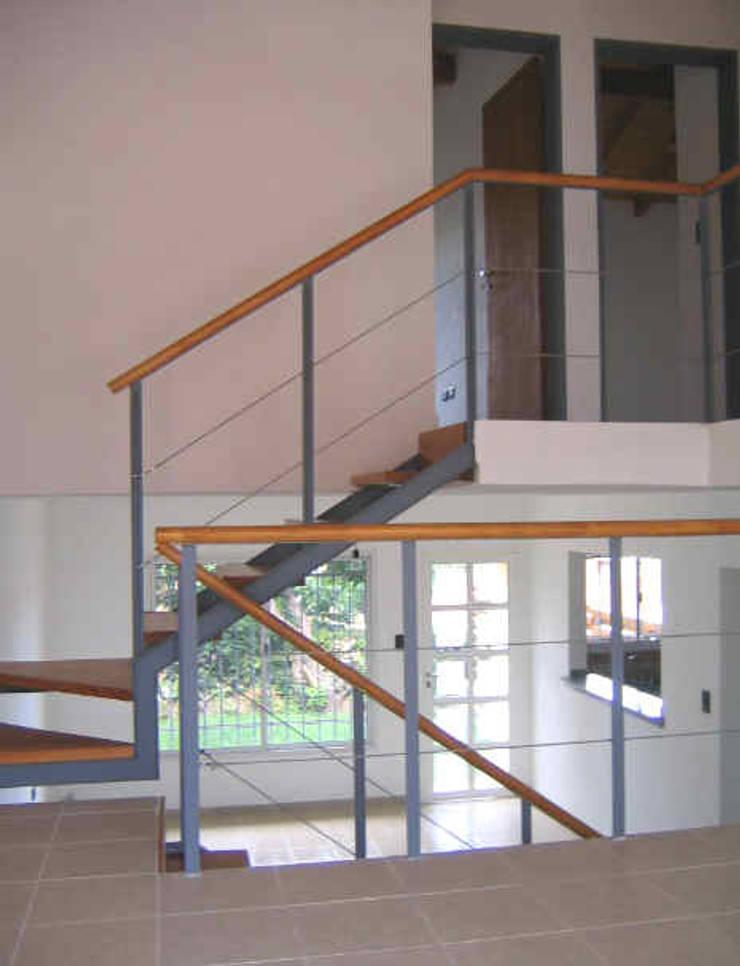 2 Duplex sobre calle Cabildo en La Falda, Provincia de Córdoba: Comedores de estilo  por Dario Basaldella Arquitectura,