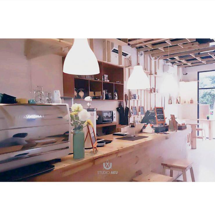 cafeeiro 05:  Ruang Komersial by Studio AKU