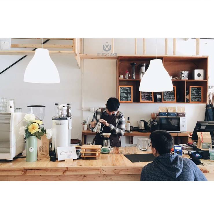 Cafeeiro 06:  Ruang Komersial by Studio AKU