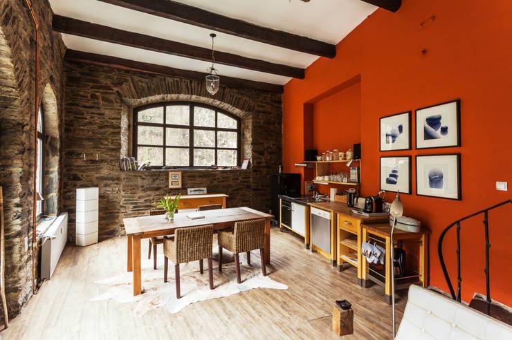 غرفة السفرة تنفيذ 2kn architekt + landschaftsarchitekt Thorsten Kasel + Sven Marcus Neu PartSchG
