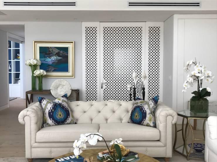 Acceso principal: Salas de estilo ecléctico por Ecologik