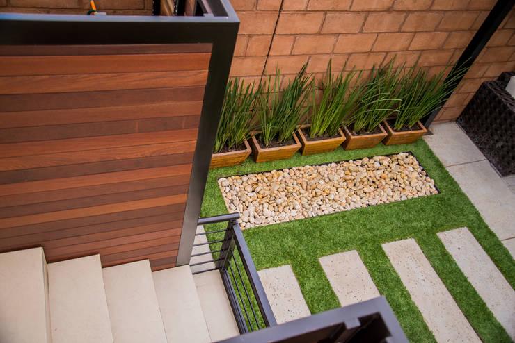 Área Exterior SFM: Jardines de estilo moderno por S2 Arquitectos