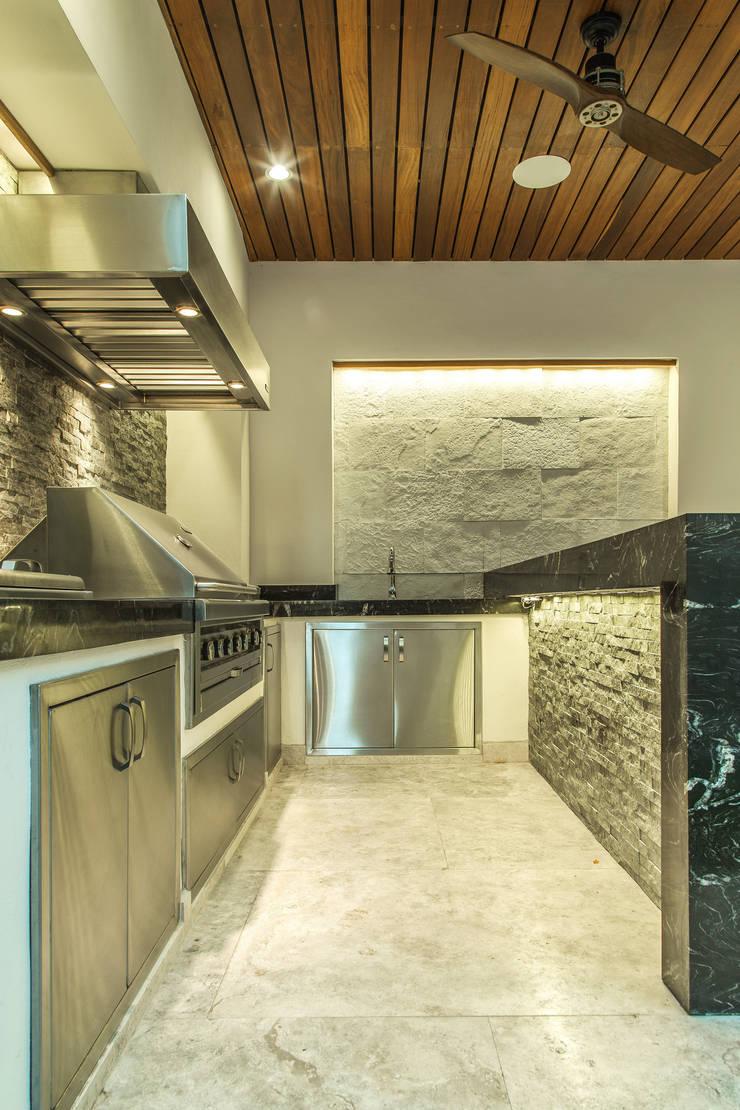 Área Exterior GGM: Terrazas de estilo  por S2 Arquitectos, Moderno
