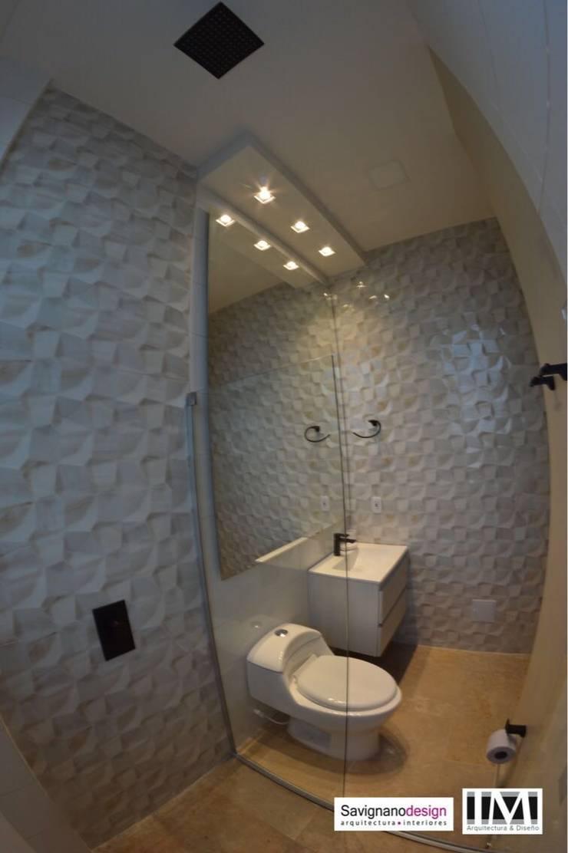 Diseño y construccion (Reforma y remodelacion) – Apto de soltero – Barranquilla: Baños de estilo  por Savignano Design