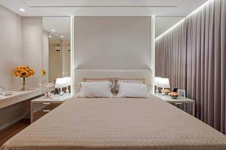 Dormitorios de estilo moderno por Carolina Kist Arquitetura & Design