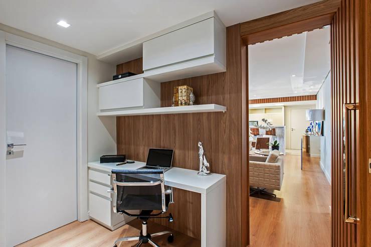 Projekty,  Domowe biuro i gabinet zaprojektowane przez Carolina Kist Arquitetura & Design