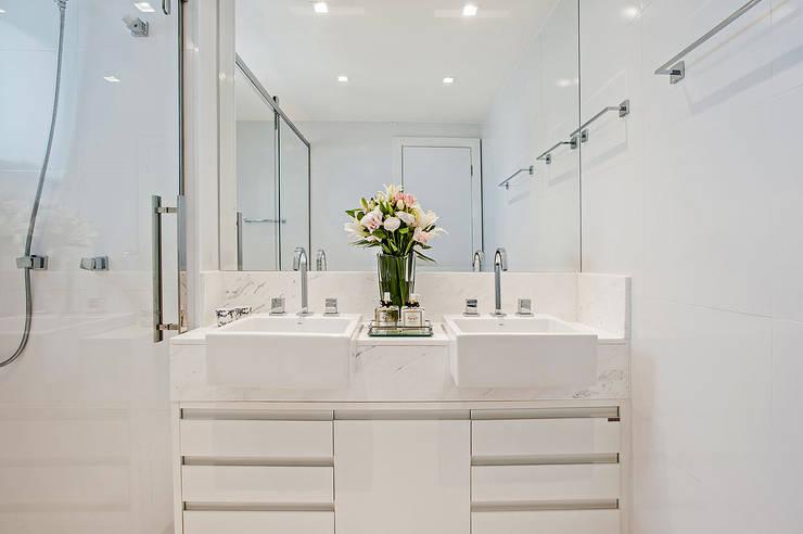 Apto NN_ 120m²: Banheiros modernos por Carolina Kist Arquitetura & Design