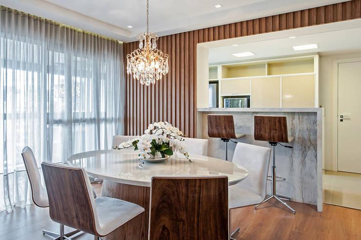 Comedores de estilo moderno por Carolina Kist Arquitetura & Design