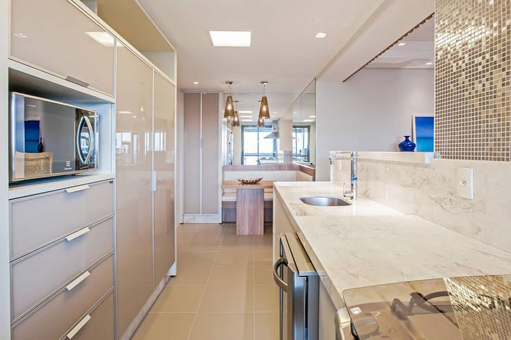 Projekty,  Kuchnia zaprojektowane przez Carolina Kist Arquitetura & Design