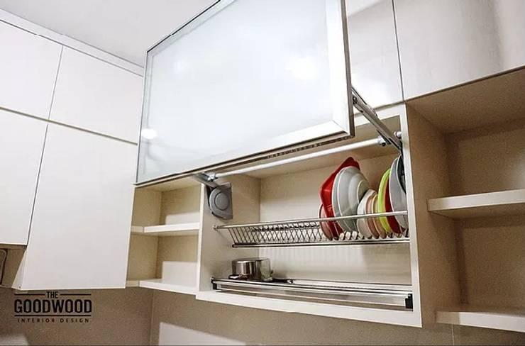 Minimalist Look Kitchen:  Dapur by The GoodWood Interior Design