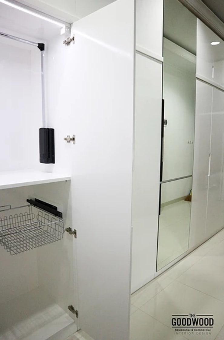 White Minimalist Wardrobe:  Ruang Ganti by The GoodWood Interior Design