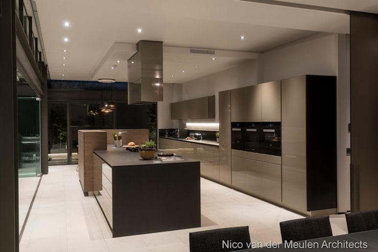 Built-in kitchens by Nico Van Der Meulen Architects
