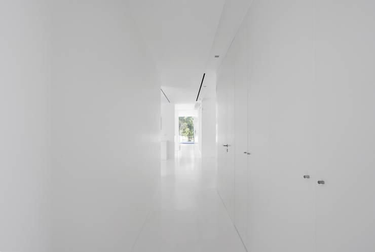 Corridor & hallway by PSB arquitectos