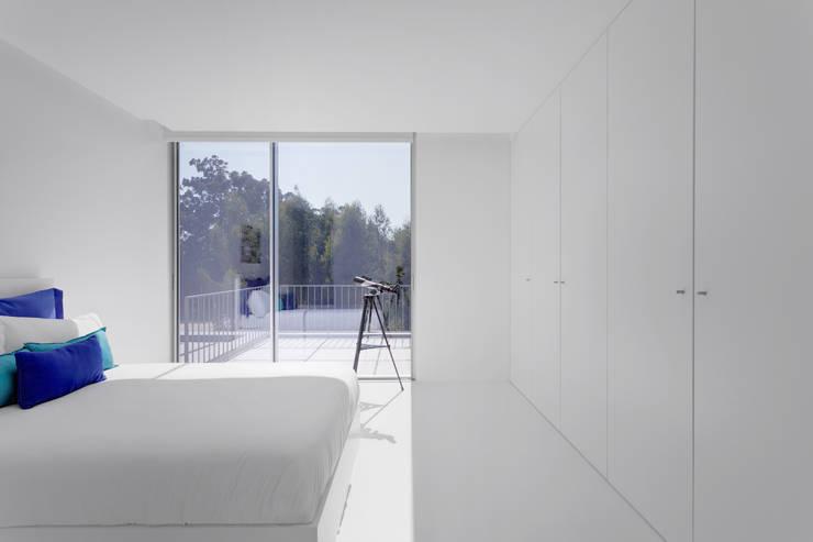 minimalistic Nursery/kid's room by PSB arquitectos