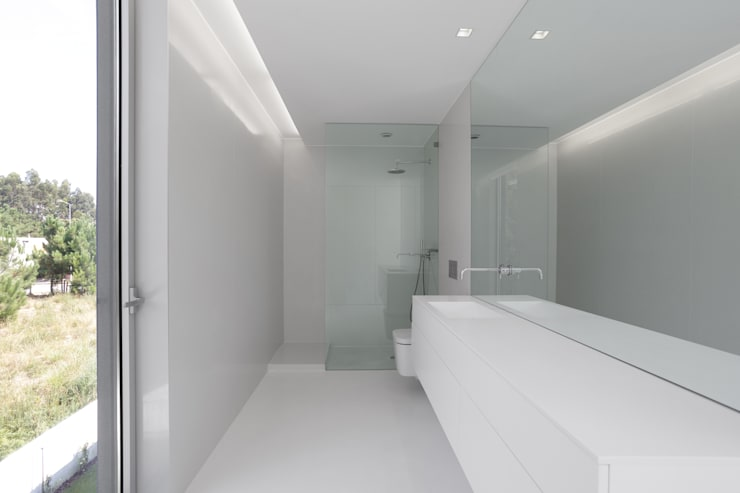 minimalistic Bathroom by PSB arquitectos