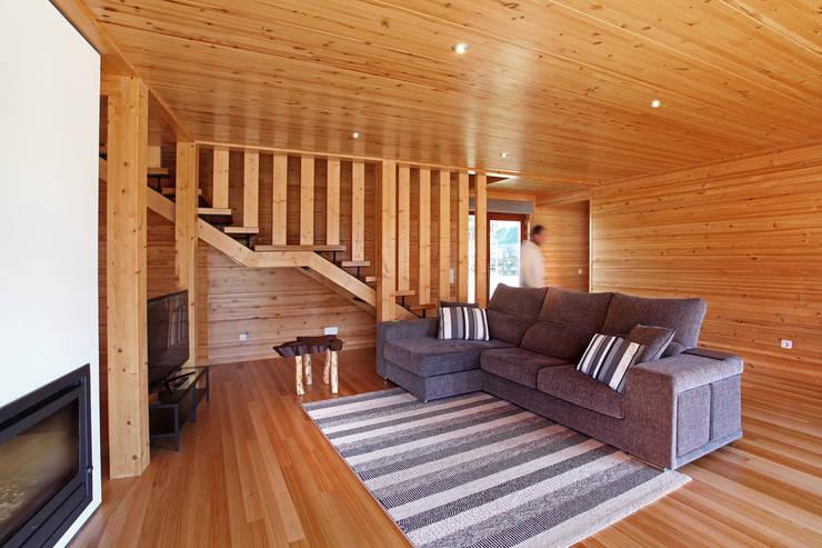 Ruang Keluarga oleh Rusticasa, Modern Kayu Wood effect