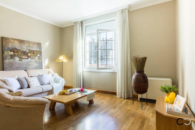 Salas de estar  por CCVO Design and Staging