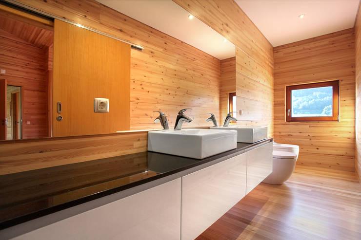 RUSTICASA | Casa unifamiliar | Sintra: Casas de banho  por Rusticasa