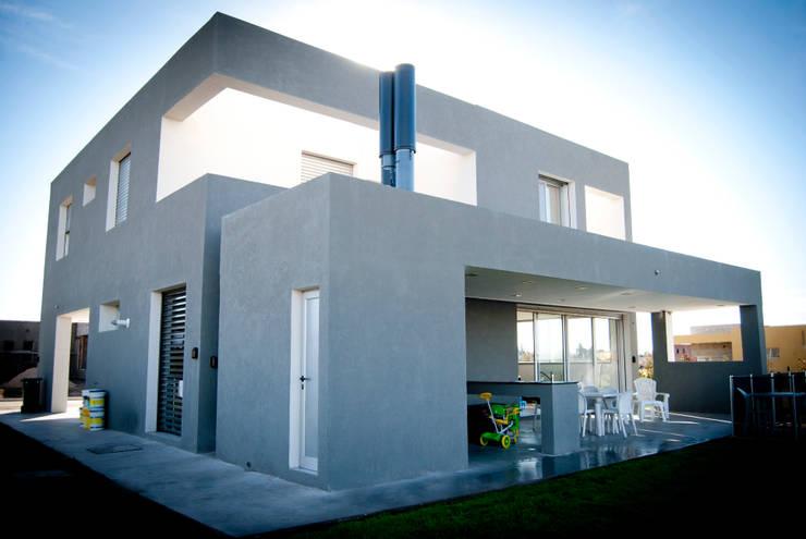 Casa GDR: Casas de estilo  por S.TS Arquitectos,