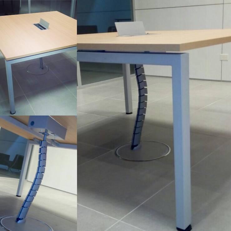 mesa de MDF de pata metalica: Oficinas y locales comerciales de estilo  por Araucaria Amoblamientos,