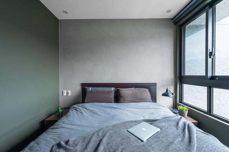 山 住宅  Mt. house:  臥室 by 齊禾設計有限公司