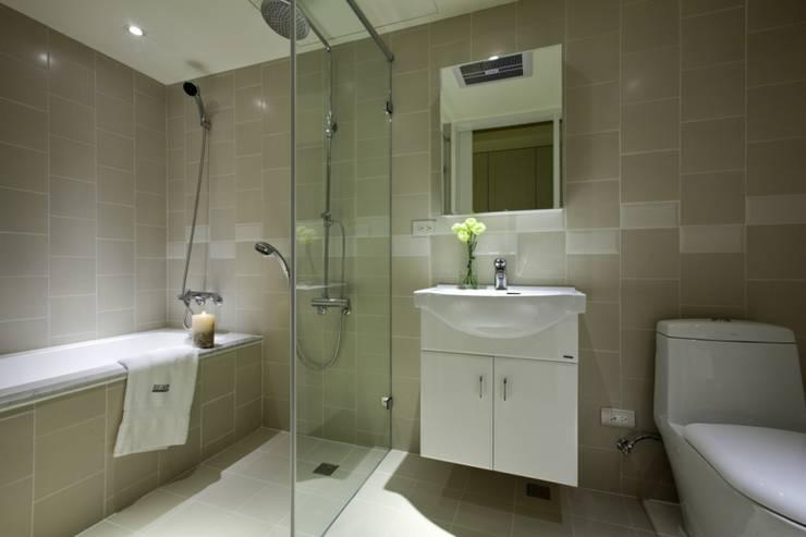 古亭住宅:  浴室 by 齊禾設計有限公司