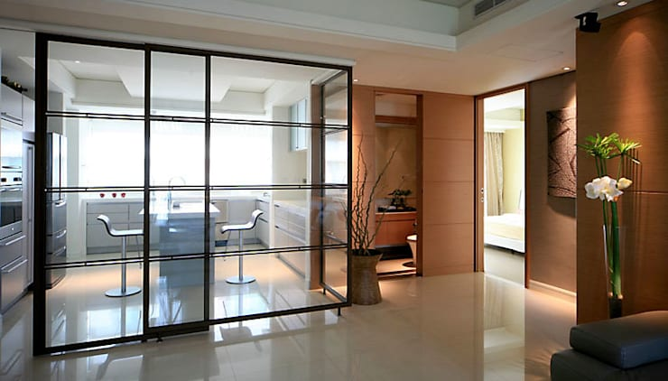 大直黃宅:  客廳 by 四一室內裝修有限公司