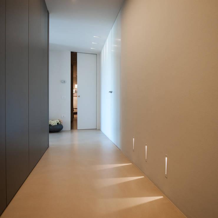 Corridor & hallway by QUADRASTUDIO