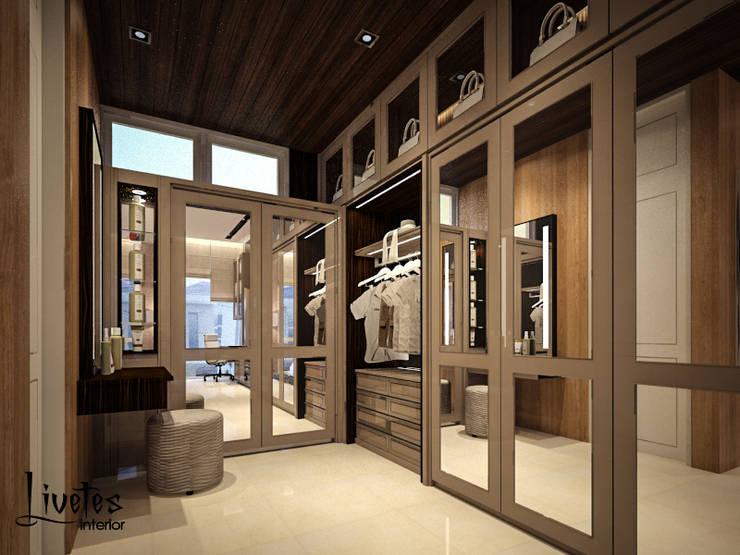 Master Bedroom - Walk In Closet:  Ruang Ganti by PT Kreasi Cemerlang Abadi