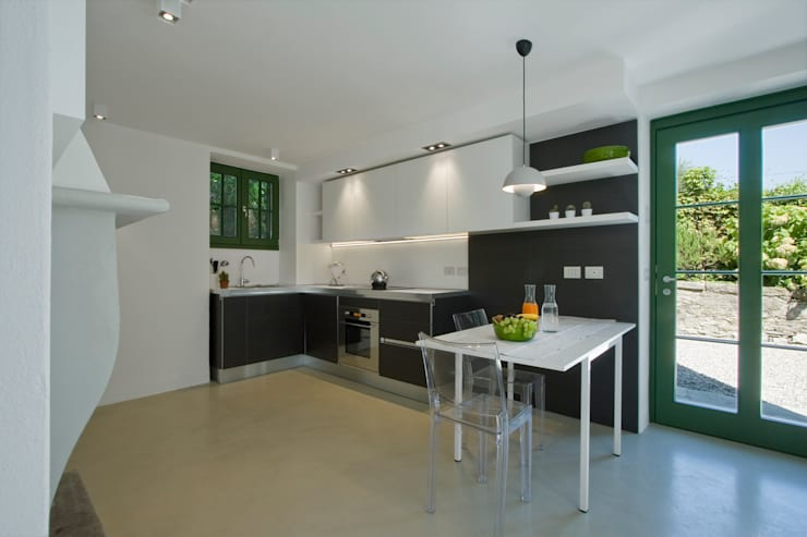 Bếp xây sẵn by Chantal Forzatti architetto