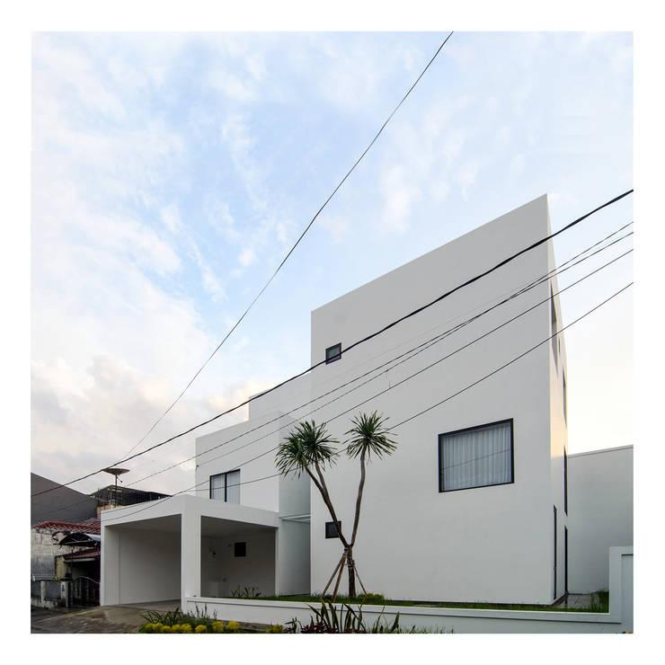 Nhà by studiopapa