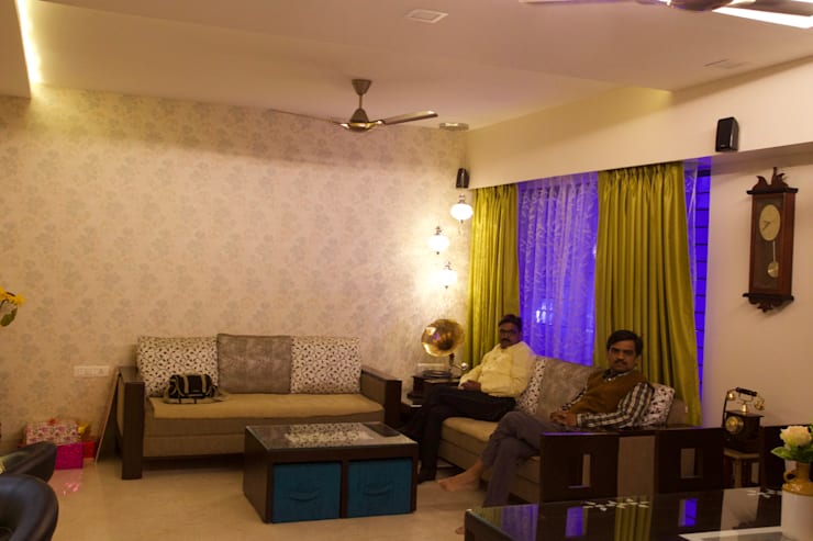 AMIT BLOOMFIELD 3BHK: classic Living room by decormyplace