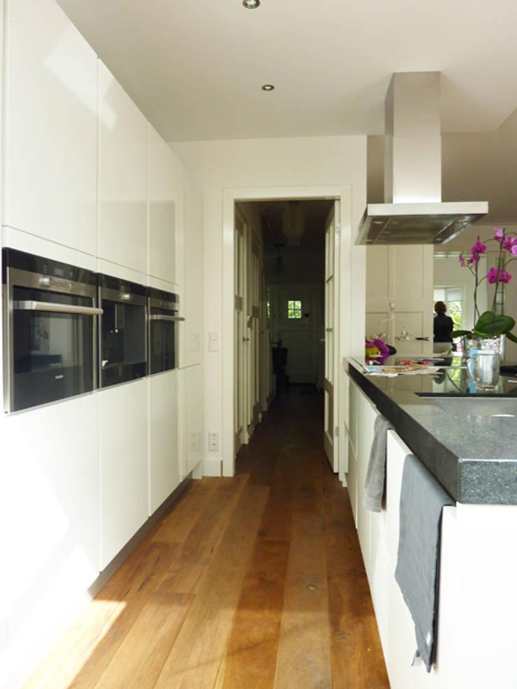 Moderne keuken :  Keuken door YA Architecten, Modern