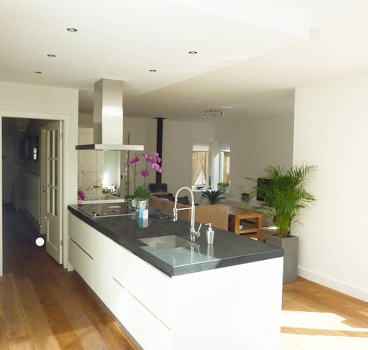 nieuwe keuken:  Keuken door YA Architecten, Modern