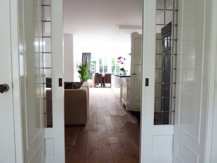 Woonkamer uitbouw:  Woonkamer door YA Architecten, Modern