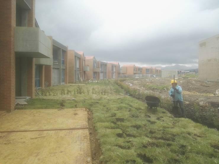 Empradización Viviendas: Terrazas de estilo  por Jestar Ideas & Construcciones SAS