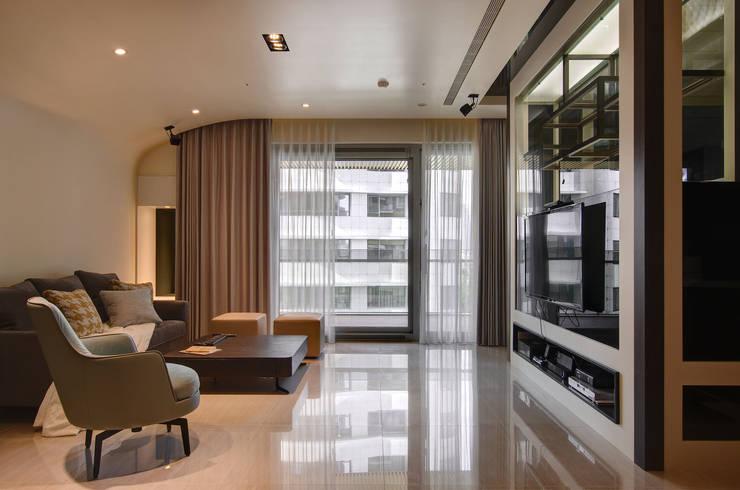 現代簡約家居:  客廳 by 哲嘉室內規劃設計有限公司