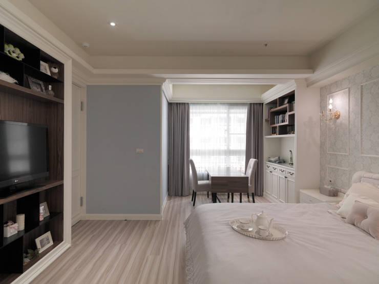 奢華新古典:  臥室 by 哲嘉室內規劃設計有限公司