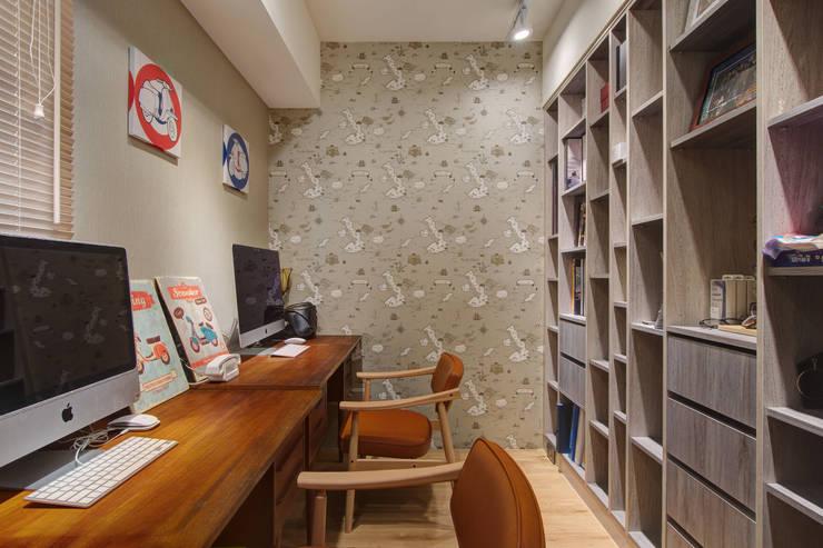 光陰的故事:  書房/辦公室 by 哲嘉室內規劃設計有限公司