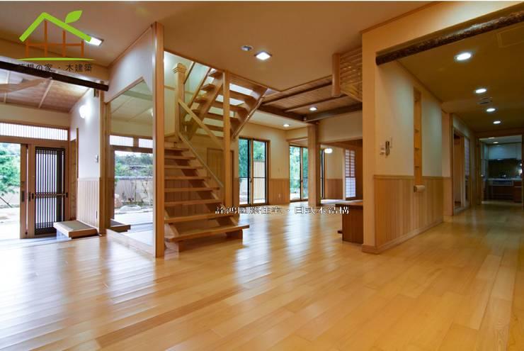 客製化設計-樂活山莊-日式健康綠建築:  客廳 by 詮鴻國際住宅股份有限公司